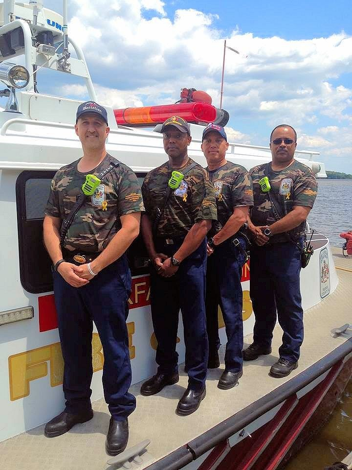 Fairfax County Fire Boat 420 on the Potomac River today sporting their Memorial Day shirts honoring those who gave of themselves for our freedoms.